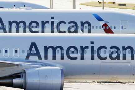 Aviones de American Airlines en el aeropuerto de Miami
