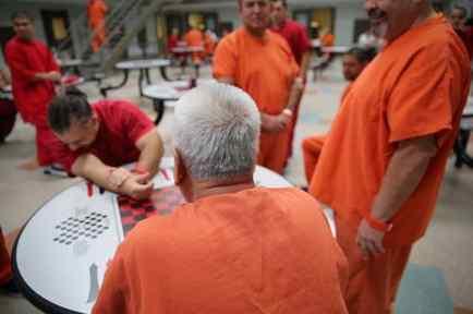 El 25% de los inmigrantes detenidos son enviados a cárceles de Geo Group.