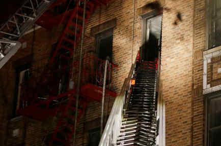 Edificio de El Bronx calcinado por las llamas