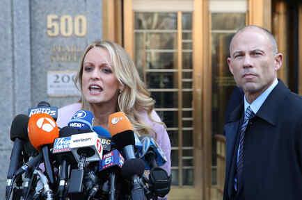 Stormy Daniels junto a su abogado, Michael Avenatti, el pasado 16 de abril en Nueva York.
