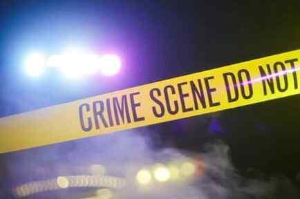 Imagen de un cordón policial protegiendo la escena de un crimen.