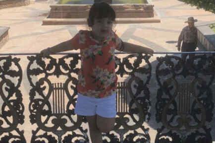 Sophia se encontraba de vacaciones con su madre y sus abuelos
