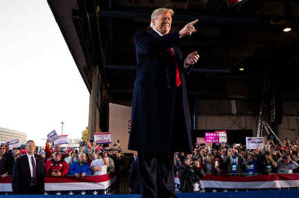 El presidente Trump en un mitin el 27 de octubre en Illinois