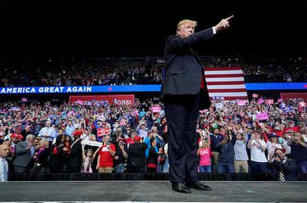 Donald Trump en un mitin en Michigan