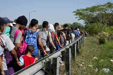 Migrantes centroamericanos en su camino hacia suelo estadounidense.