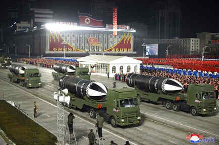 La exhibición recalca los desafiantes llamados de  Kim Jong Un de expandir un programa nuclear