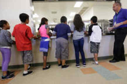 ¿Los niños ilegales deben ser tratados como criminales?