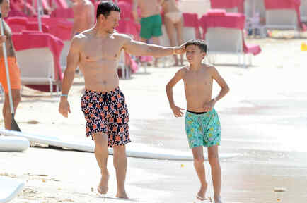 Mark Wahlberg en la playa