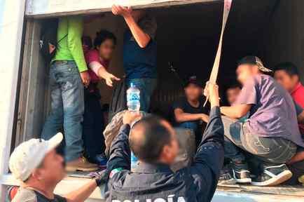 Indocumentados hallados hacinados en un camión en el estado de Tamaulipas, en México