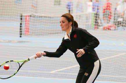 Kate Middleton jugando tenis