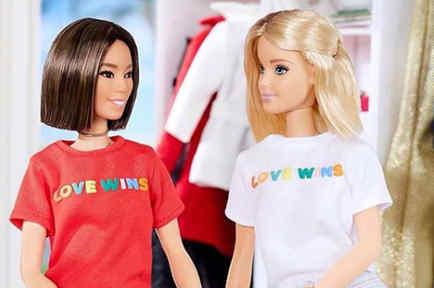 Barbie con camiseta Love Wins