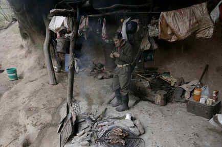 Pedro Luca, un argentino que lleva 40 años viviendo en una cueva en Tucumán