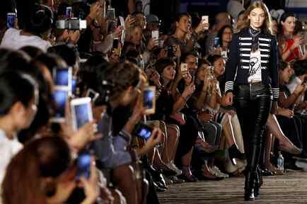 Gigi Hadid en desfile de Tommy Hilfiger