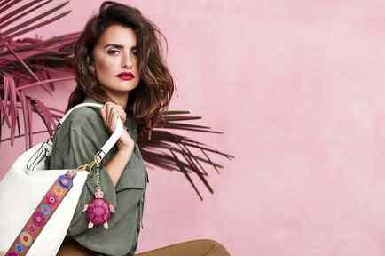 Penelope Cruz Stars in the New Ad Campaign for Italian Accessories Brand, Carpisa