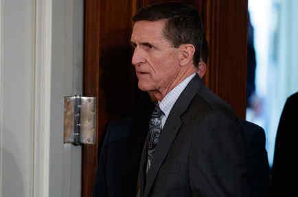 El ex asesor de seguridad de Trump, Mike Flynn, llega a una conferencia de prensa en la Casa Blanca el 13 de Febrero del 2017