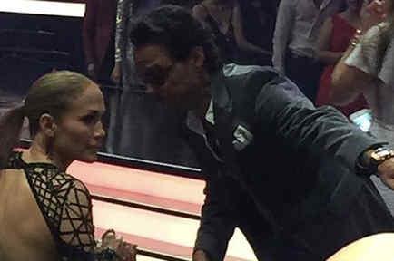 Marc Anthony y Jennifer López platicando en los Premios Billboard 2017