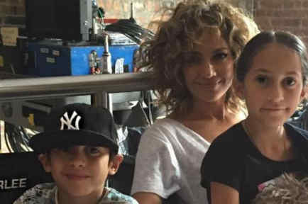 """Jennifer Lopez y sus hijos en el set de """"Shades of Blue"""""""