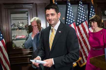 El presidente de la Cámara de Representantes, Paul Ryan, termina una conferencia de prensa el 17 de mayo el 2017