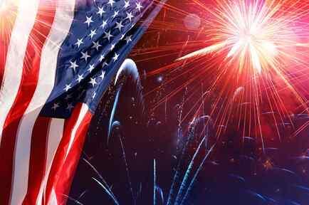 Fuegos artificiales y bandera de EEUU