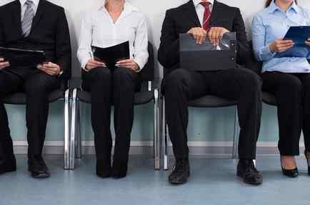 Personas esperando para ser entrevistadas