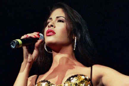 Selena Quintanilla cantando