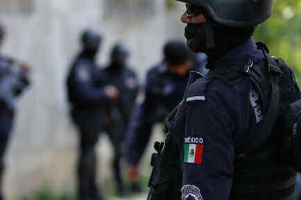 Policía de México patrullando las calles en Acapulco en una imagen de archivo