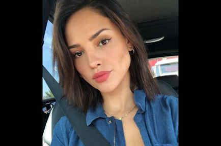 Eiza González blusa denim