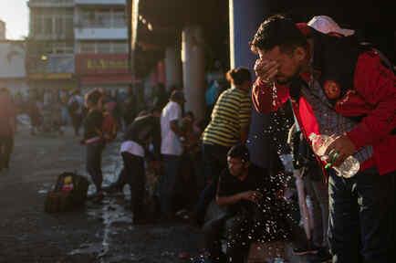 Un hombre con una botella de agua en Ciudad de México