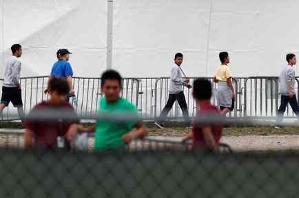 Migrantes adolescentes este 10 de diciembre en el refugio temporal para niños no acompañados en Homestead, Florida.
