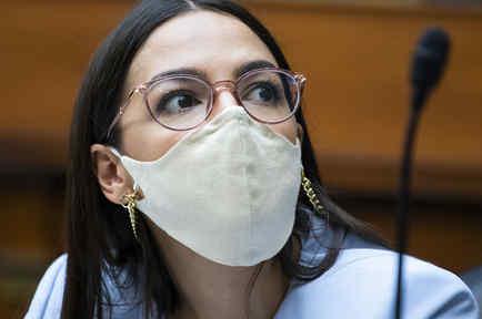 La representante Alexandria Ocasio-Cortez, por Nueva York, durante una sesión en el Congreso.