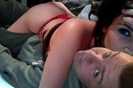 Montaje de peejet con Kim Kardashian en la cama