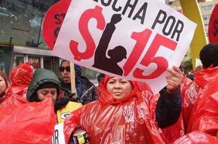 trabajadores de eeuu exigen que se les pague $15 dolares la hora