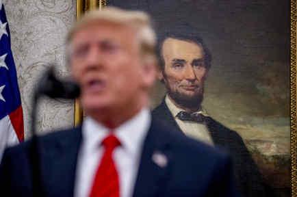 Trump, en un evento en la Casa Blanca el 30 de septiembre, con un cuadro de Lincoln a su espalda.