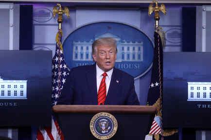 El presidente de Estados Unidos, Donald Trump, responde a preguntas de miembros de los medios de comunicación durante una conferencia de prensa en la Casa Blanca en Washington, Estados Unidos.