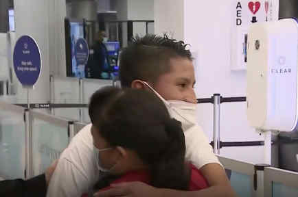 Llega a Miami joven guatemalteco que cruzó solo la frontera
