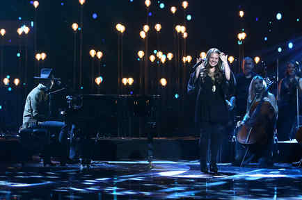 Jesse & Joy cantando en Latin American Music Awards 2015