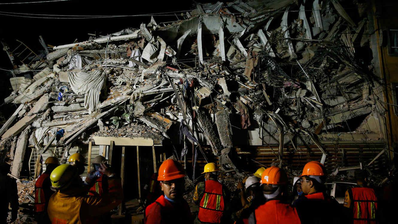 Rescatistas japoneses ya trabajan en escombros de la CDMX