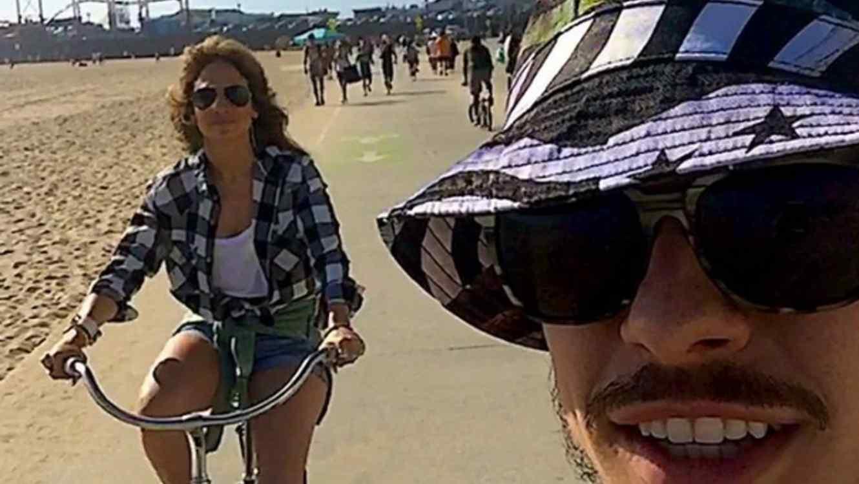 Casper Smart y Jennifer Lopez en Santa Mónica