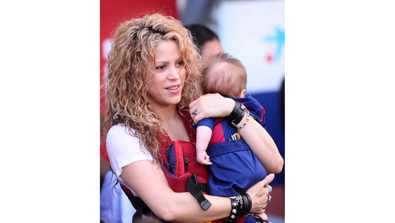 Shakira y Sasha Piqué en el estadio Camp Nou