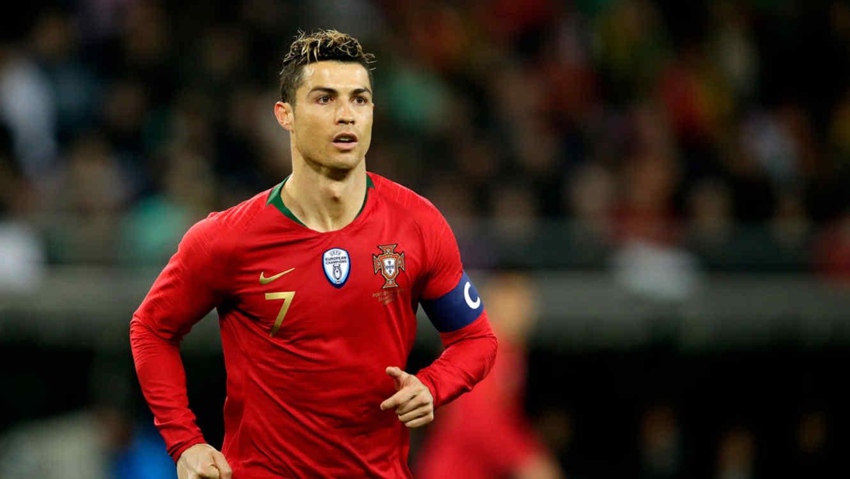 Cristiano Ronaldo jugando un partido para su selección Portugal