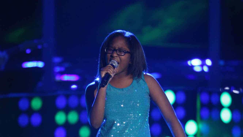 Priscilla canta en las audiciones a ciegas de la voz kids