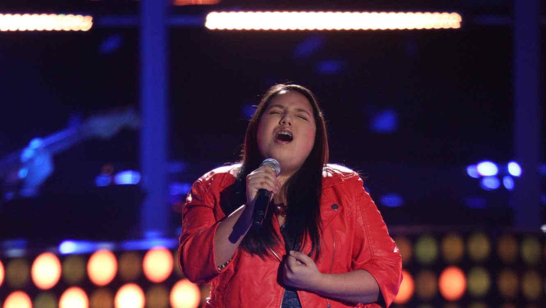 Keily Valenzuela canta en la voz kids