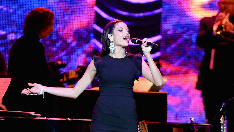 Natalia Jimenez canta en tributo a Joan Manuel Serrat