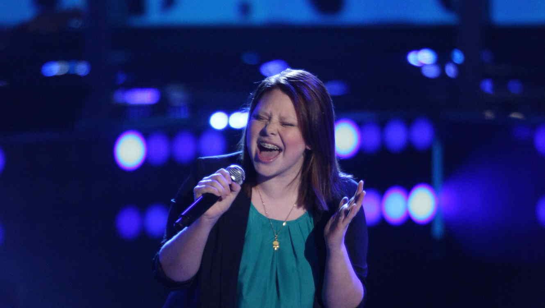 Milenia canta Fever en la voz kids