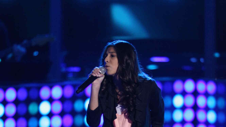 Angie canta en la voz kids