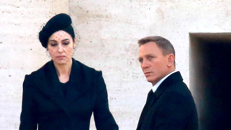 """Monica Bellucci y Daniel Craig en """"Spectre""""."""