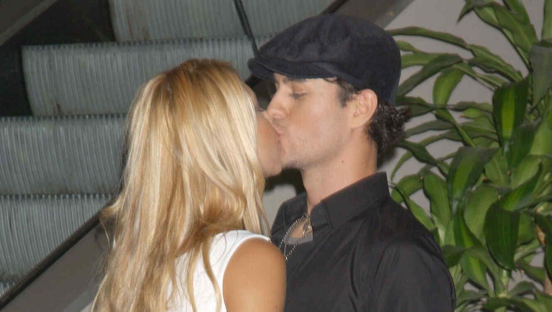 Enrique Iglesias y su pareja Anna Kournikova