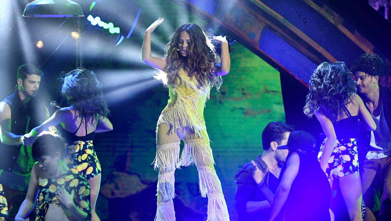 Becky G bailando en los Latin American Music Awards 2016