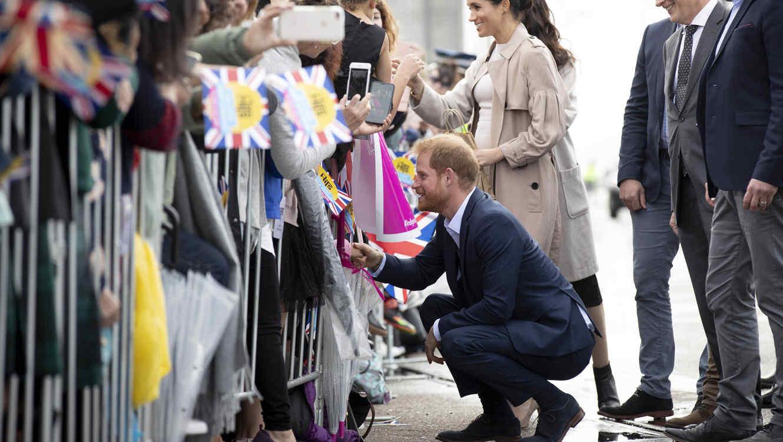 El príncipe Harry y un niño de Nueva Zelanda
