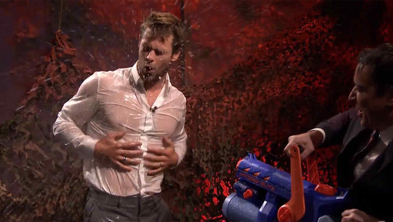 Chris Hemsworth se moja y baila en el show de Jimmy Fallon